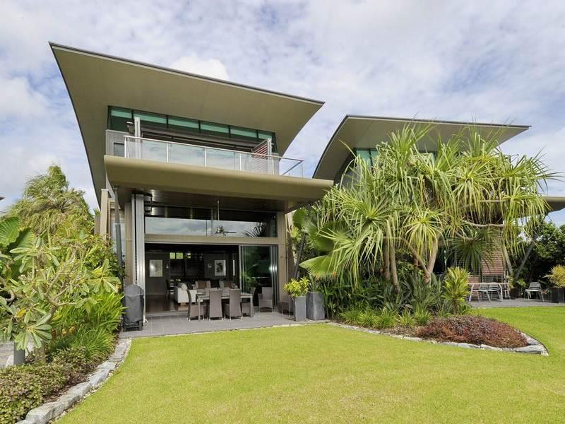 yacht club villa 2 4 bedrooms 4 bathrooms hamilton. Black Bedroom Furniture Sets. Home Design Ideas