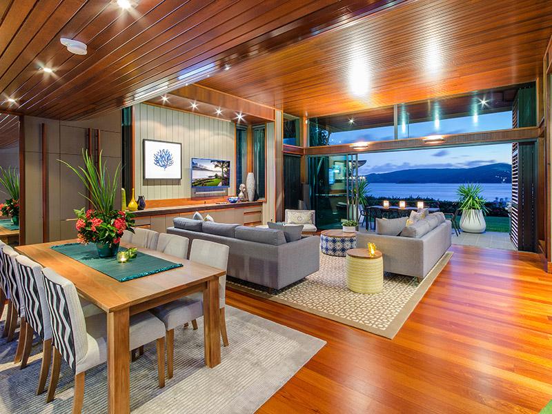 yacht club villa 8 4 bedrooms 4 bathrooms hamilton. Black Bedroom Furniture Sets. Home Design Ideas