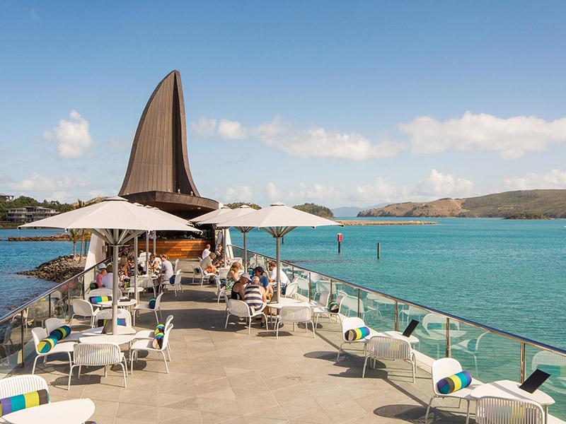 yacht club villa 14 4 bedrooms 4 bathrooms hamilton. Black Bedroom Furniture Sets. Home Design Ideas