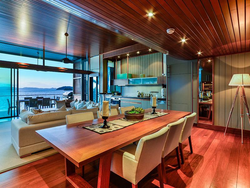 yacht club villa 18 4 bedrooms 4 bathrooms hamilton. Black Bedroom Furniture Sets. Home Design Ideas