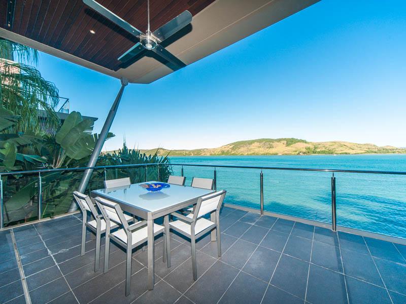 yacht club villa 22 4 bedrooms 4 bathrooms hamilton. Black Bedroom Furniture Sets. Home Design Ideas